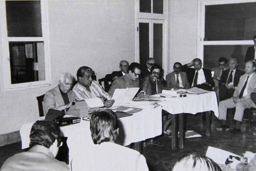 Apertura de sobres para licitación obra de electrificación rural, año 1978.