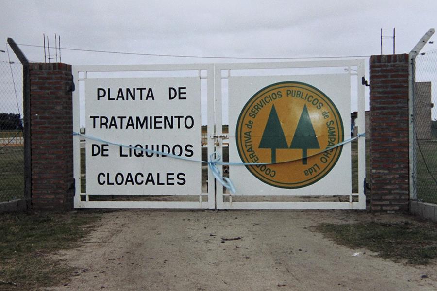 Ingreso a la Planta de Tratamiento de Líquidos Cloacales terminada en el año 2001.
